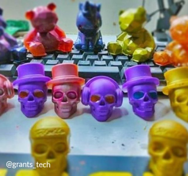 Grant Lloyd-howell (@grants_tech) had colorful fun with some new resin molds ane Entropy CCR.