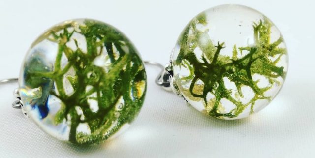 bubble free casted earrings made with Entropy Resins
